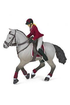 Koń z amazonką na zawodach